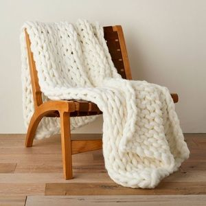 Oversize Hand-Knit Bed Throw